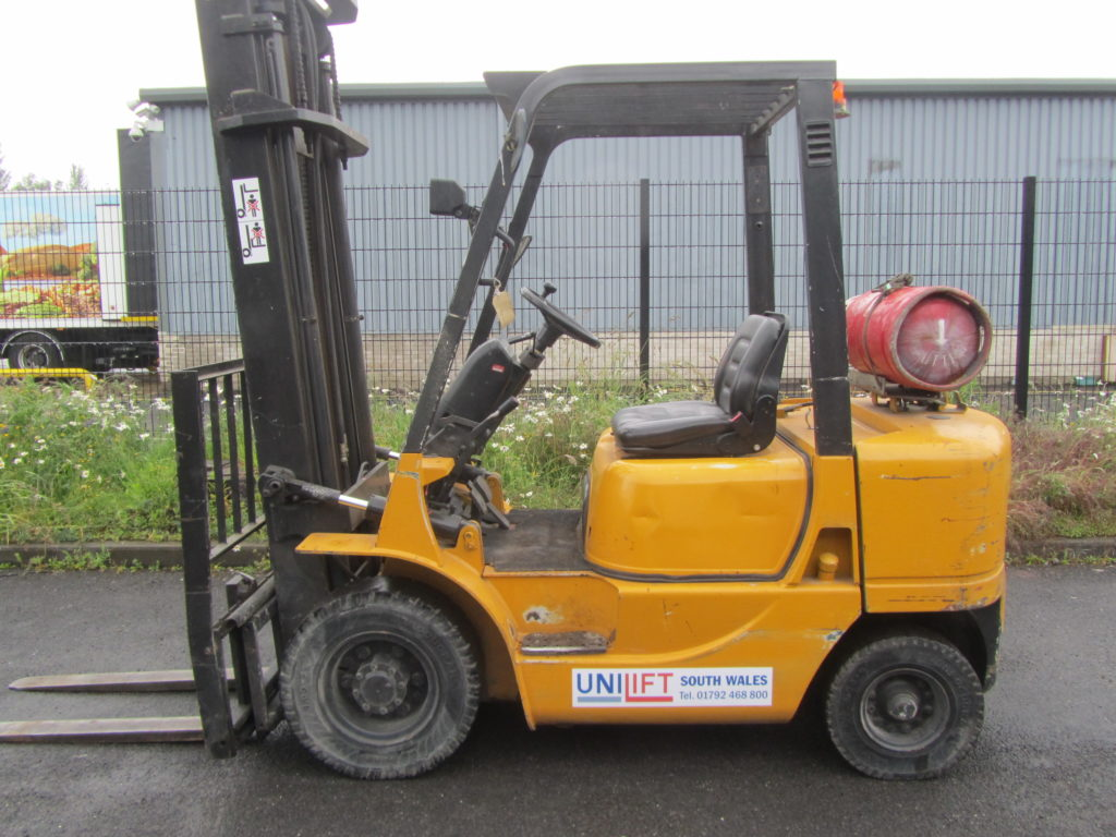 LPG Caterpillar GP25K used forklift