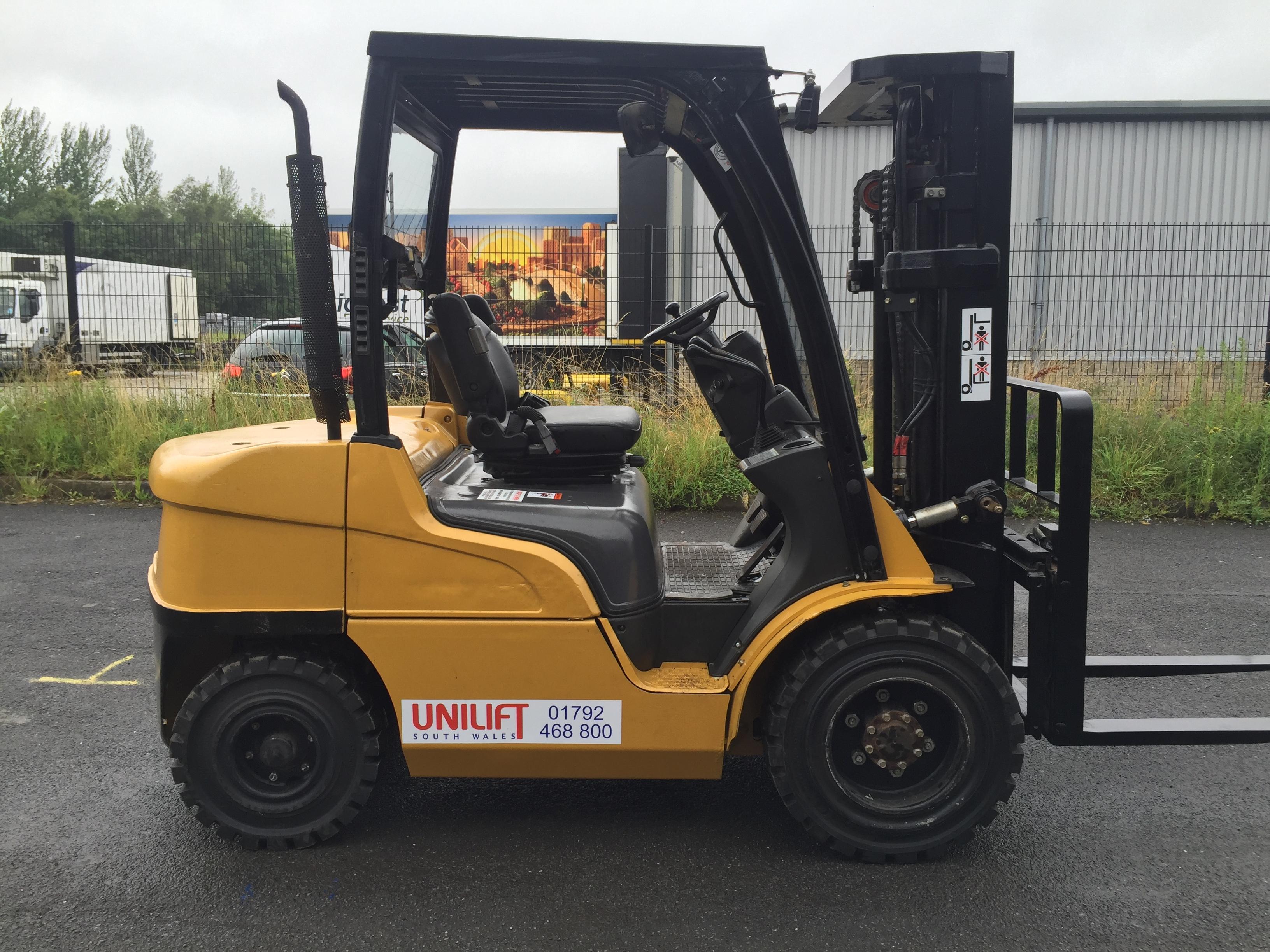 Caterpillar Diesel DP25N used forklift truck