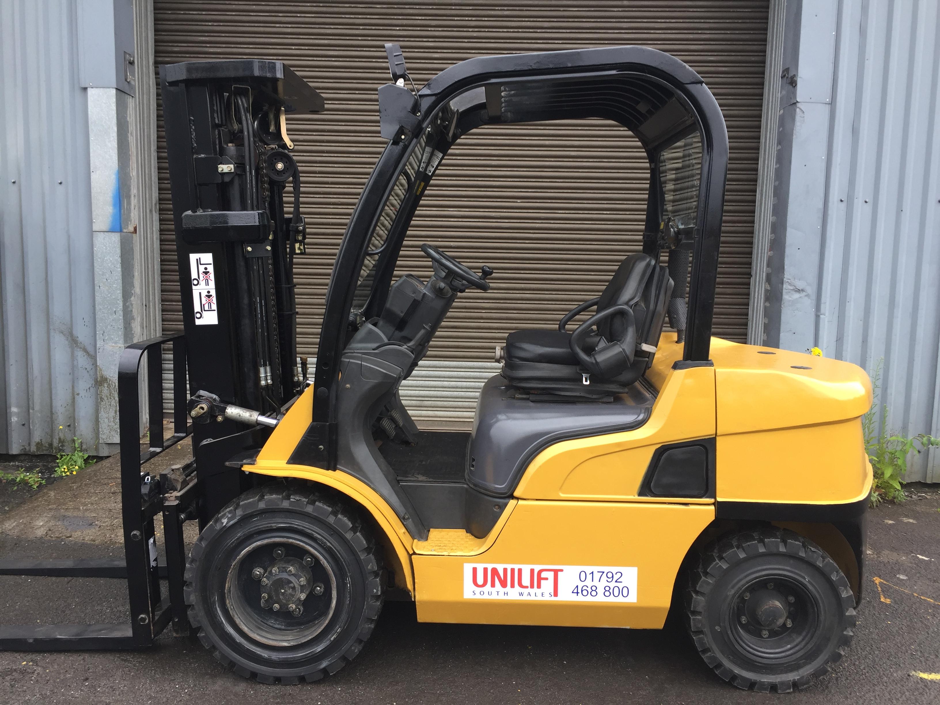 Caterpillar Diesel DP30N used forklift truck