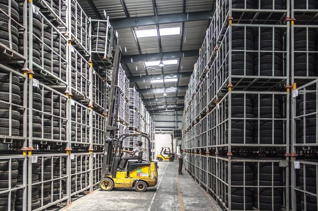 What type of forklift to rent for a warehouse